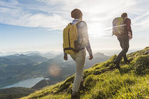 Austria, Salzkammergut, Couple hiking in the mountains - UUF10996