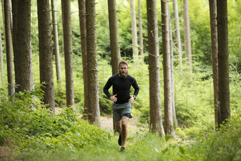 Man running in forest - MAEF12376