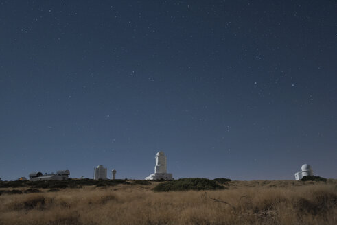 Spain, Tenerife, Teide observatory at night - DHCF00091