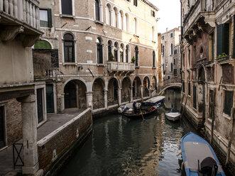 Italy, Venice, view to narrow canal - SBDF03249