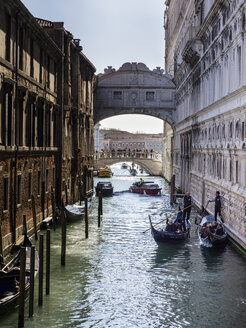 Italy, Venice, view to Bridge of Sighs between Palazzo Ducale and prison - SBD03252