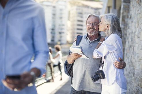 Senior couple taking a city break - ZEF14155