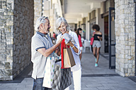 Senior couple taking a city break, going on a shopping spree - ZEF14164