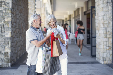 Senior couple taking a city break, going on a shopping spree - ZEF14164