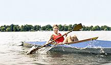 Woman kayaking - BFRF01805