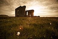 UK, Scotland, Isle of Skye, ruin of a church at sunset - FCF01247