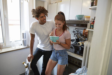 Young couple in the kitchen, having breakfast - SUF00274