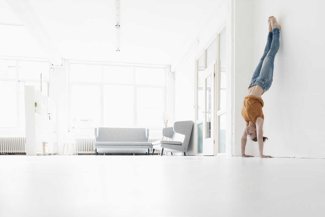Woman doing handstand in a loft - KNSF02230 - Kniel Synnatzschke/Westend61