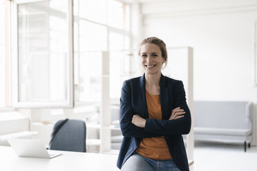 Portrait of smiling businesswoman in  a loft - KNSF02236