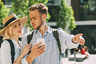 Two tourist orientating with smartphone - CHAF01926