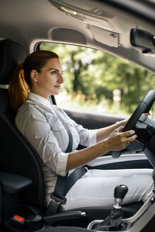 Businesswoman driving car - MOMF00192