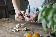 Close-up of woman peeling garlic - ALBF00125