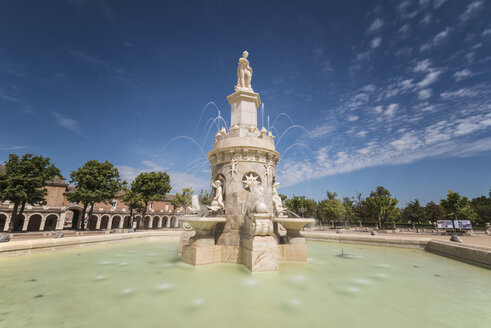 Spain, Madrid, fountain monument in Aranjuez, Famous royal village - DHCF00115