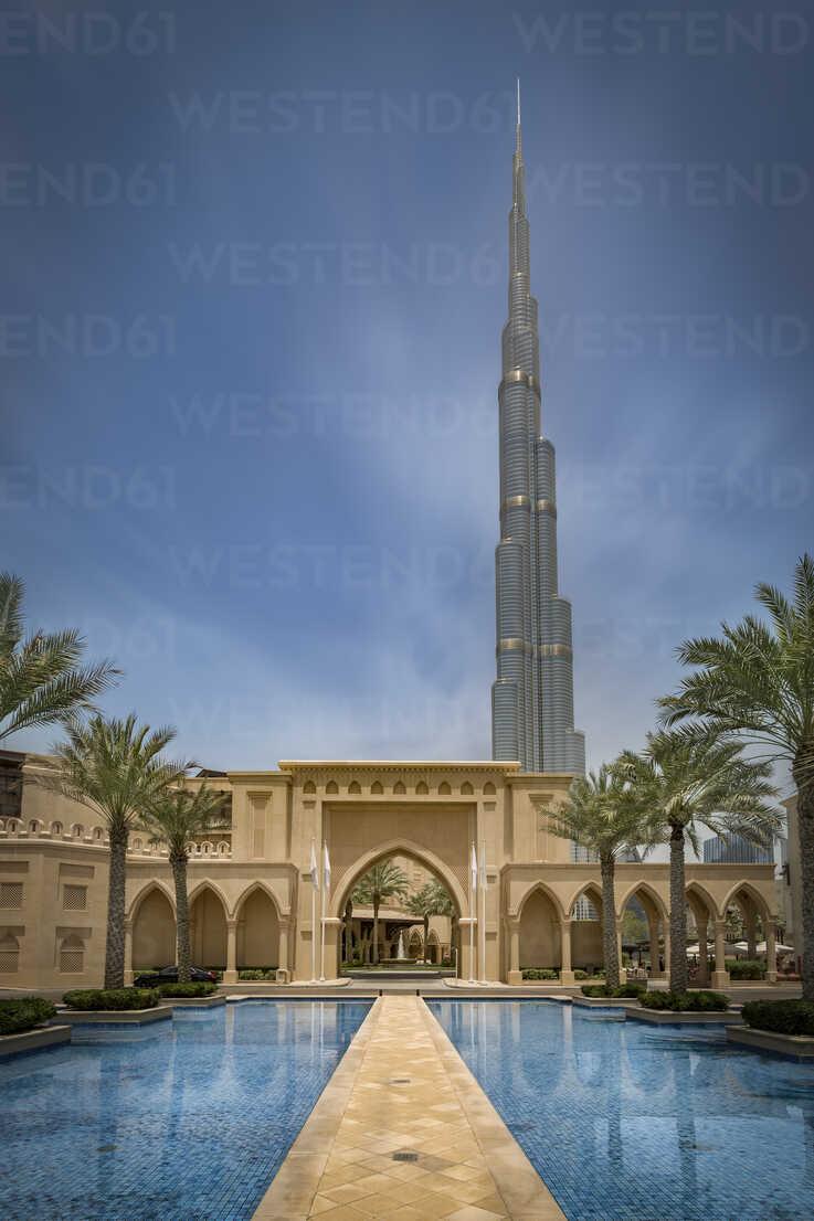 United Arab Emirates, Dubai, Burj Khalifa with traditional arabic styled houses and water basin - NKF00483 - Stefan Kunert/Westend61