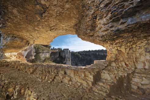 Spain, Soria, Canon del Rio Lobos Natural Park, natural hole in the rock - DHCF00125