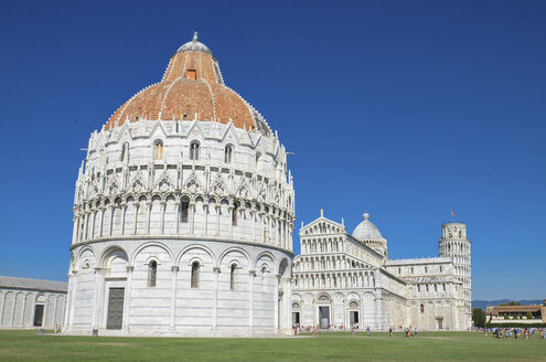 Italy, Tuscany, Pisa, Baptistery and Leaning Tower of Pisa from Piazza dei Miracoli - DHCF00128