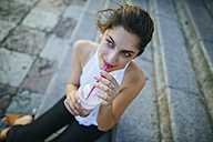 Portrait of young woman drinking a smoothie - KIJF01666