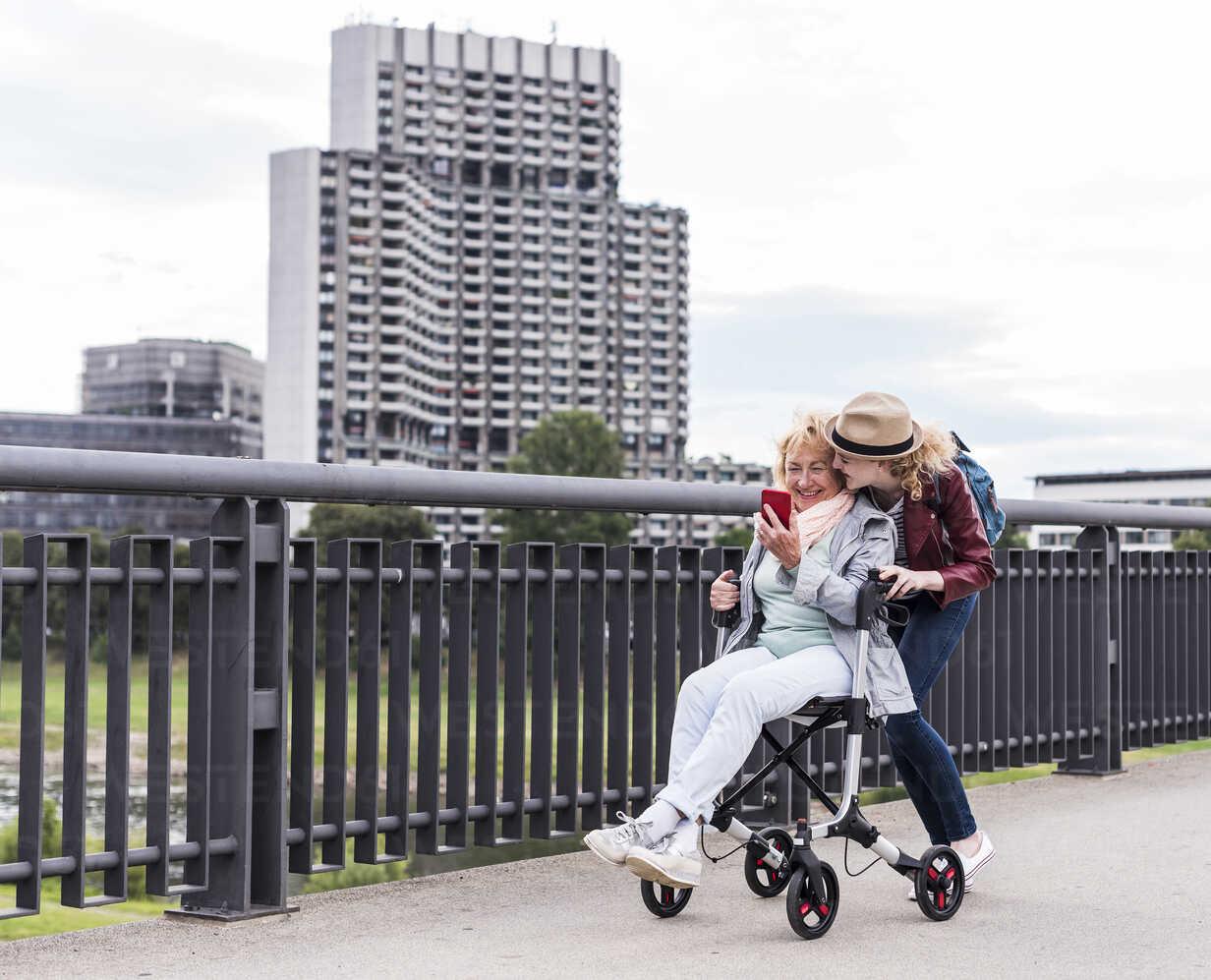 Grandmother and granddaughter having fun together - UUF11358 - Uwe Umstätter/Westend61