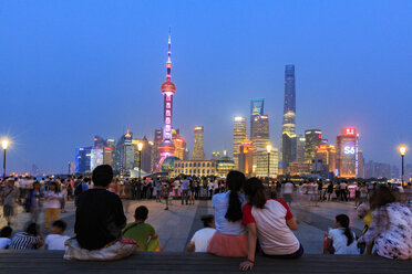 China, Shanghai, The Bund, view of financial district at Pundong at night with people in the foreground - EA00015