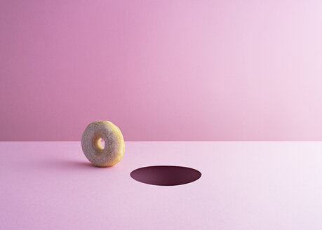Doughnut and hole on pink ground - DRBF00017