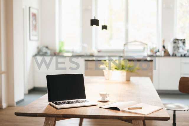Laptop and notebook on table at home - JOSF01282 - Joseffson/Westend61