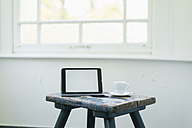 Tablet and cup on stool - JOSF01291
