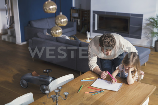 Father helping his daughter to make a drawing - SBOF00569 - Steve Brookland/Westend61