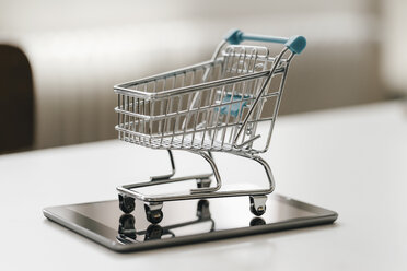 Empty mini shopping cart on tablet - KNSF02397