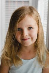 Portrait of blond little girl - NMSF00135