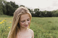 Portrait of blond girl in nature - NMSF00147