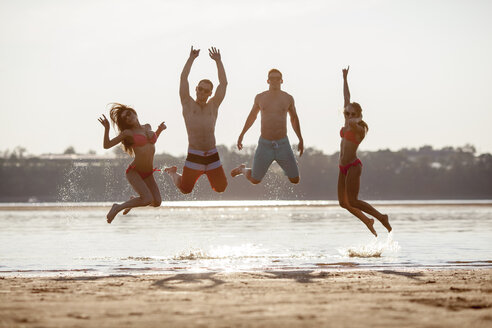 Happy friends jumping on the beach - VPIF00006