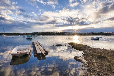 Croatia, Istria, Medulin, Harbor at sunrise - LOMF00605