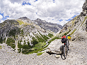 Italy, Lombardy, Sondrio, mountainbike on trail towards Umbrail Pass - LAF01875
