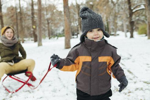 Portrait of little boy in the snow - ZEDF00814