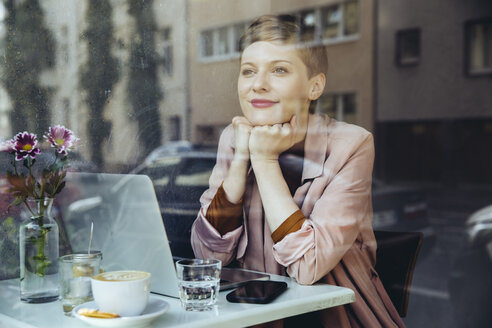Woman with her laptop enjoying the view in a cafe - MFF03828