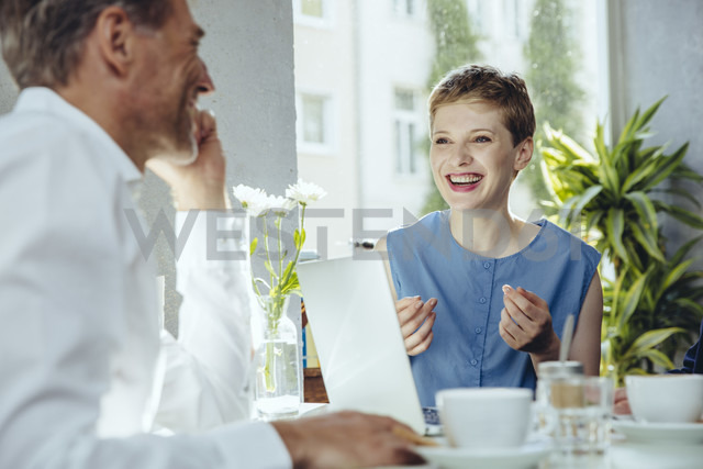 Businessman and businesswoman having a meeting in a cafe - MFF03849
