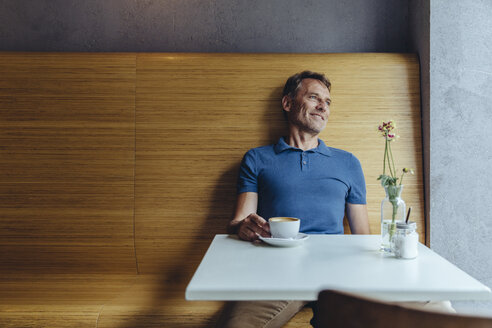 Relaxed mature man sitting in cafe - MFF03906