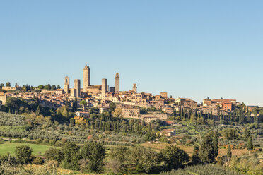 Italy, Tuscany, San Gimignano, townscape with gender towers - CSTF01343