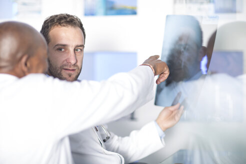 Two doctors discussing x-ray image - ZEF14510
