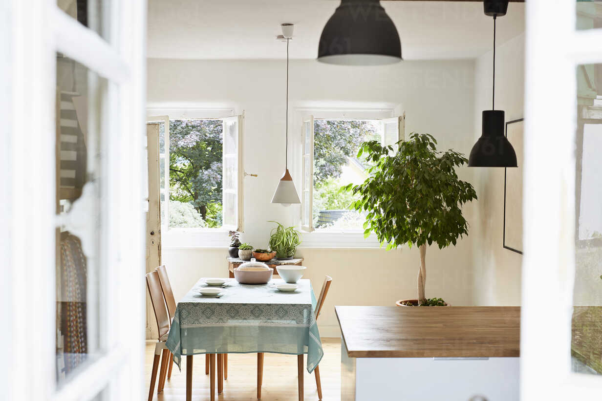 Bright modern kitchen and dining room in an old country house - PDF01265 - Philipp Dimitri/Westend61