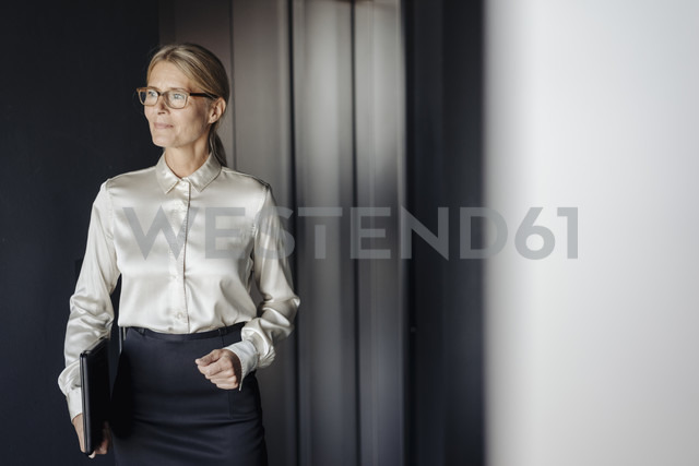 Confident businesswoman in office holding laptop - JOSF01428 - Joseffson/Westend61
