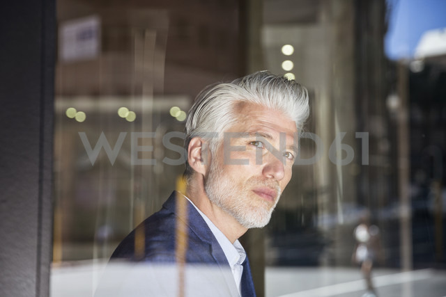 Portrait of a mature man, looking out of window - WESTF23523 - Fotoagentur WESTEND61/Westend61