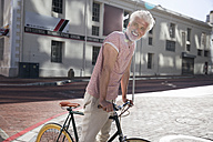Mature man riding bicycle in the city - WESTF23580