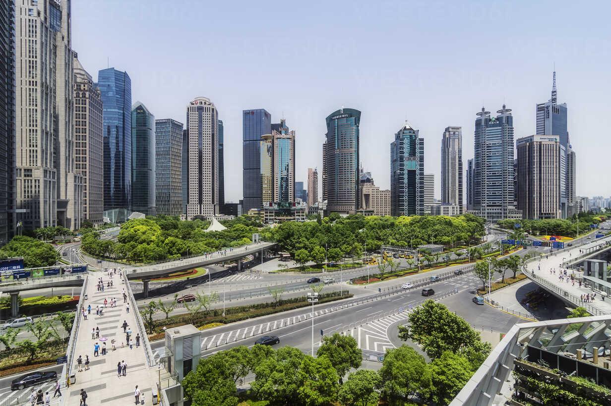 China, Shanghai, Lujiazui, view to skyline - THAF01979 - Thomas Haupt/Westend61
