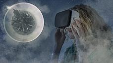 USA, New York City, young woman using Virtual Reality Glasses, composite - UUF11631