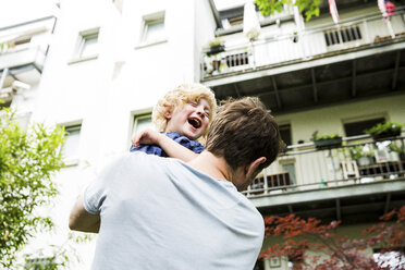 Father and little son having fun together in the garden - SPFF00008