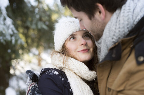 Portrait of hHappy young woman face to face with her partner in winter - HAPF02027