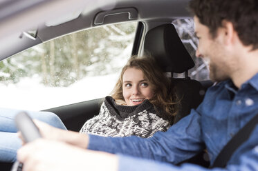 Young couple on a road trip in winter - HAPF02069