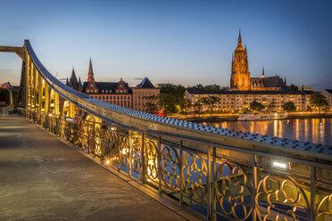 Germany, Frankfurt, view from Eiserner Steg to lighted Frankfurt Cathedral - KEBF00604