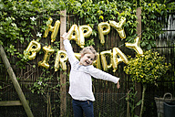 Portrait of girl in the garden with decoration for Birthday Party in the background - MOEF00141